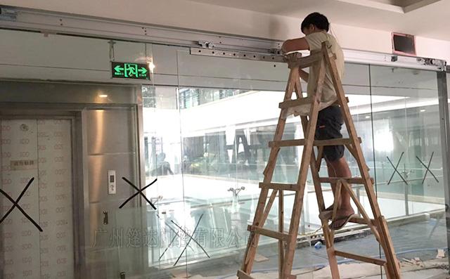 广州白云绿地中心办公室安装指纹电动门