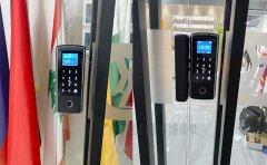 办公室玻璃门安装指纹锁电池供电免